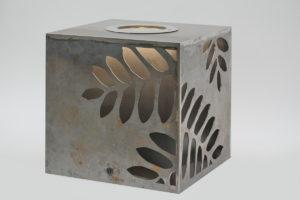 Leuchtender Corten Stahl Würfel (3)