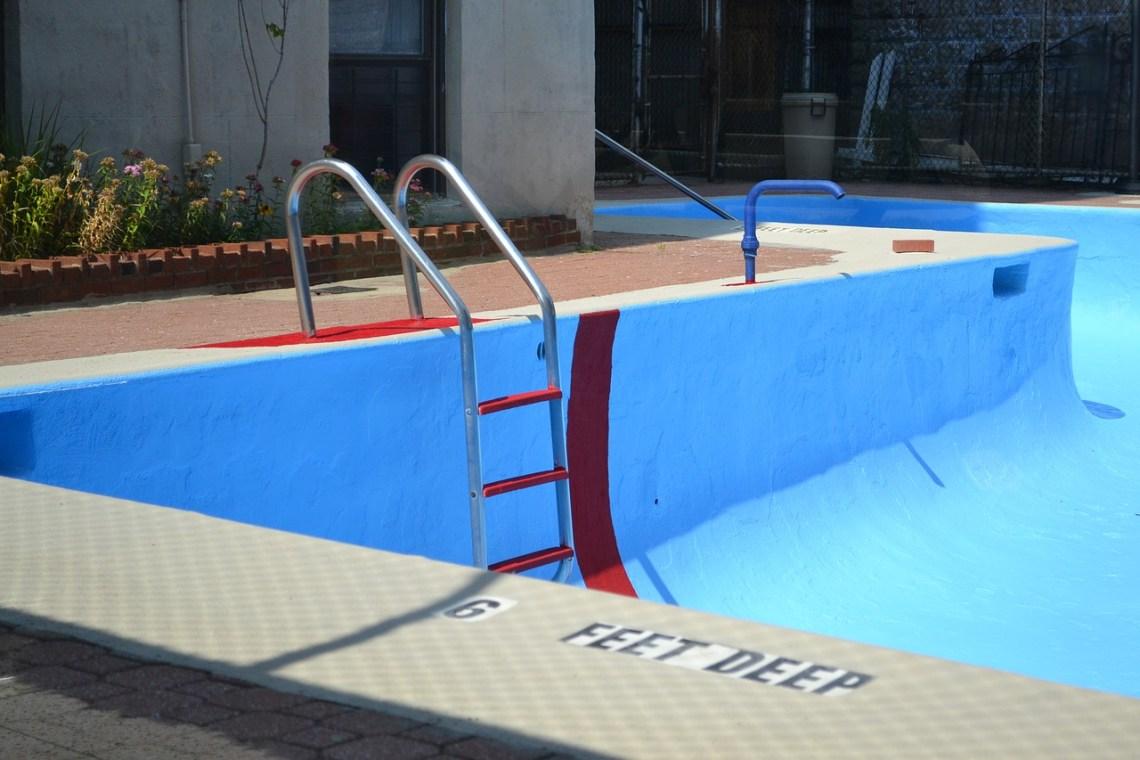 pool-2729085_1280