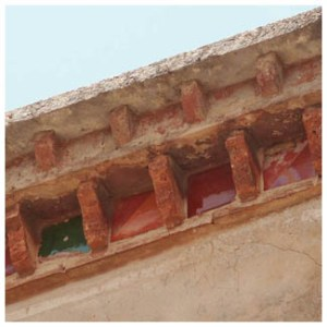 bord toit terre vernissée