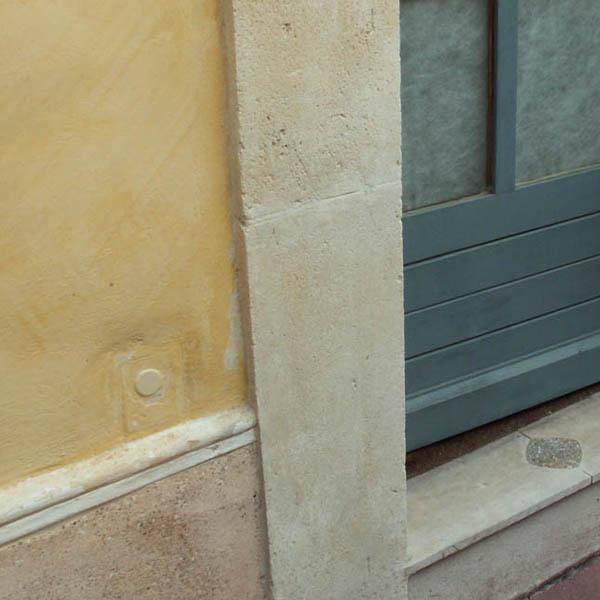 Restaurer les pierres de taille abim es for Taille de la fenetre