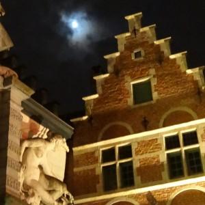 Façades la nuit à Gan en Belgique