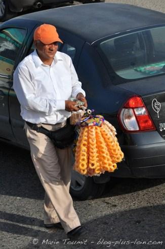 Vendeur dans une rue de Carthagène.