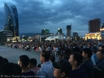 Oulan Bator. Place Sükhbataar. Un soir de concert en plein air.