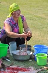 Préparation de la chèvre (Mongolie).
