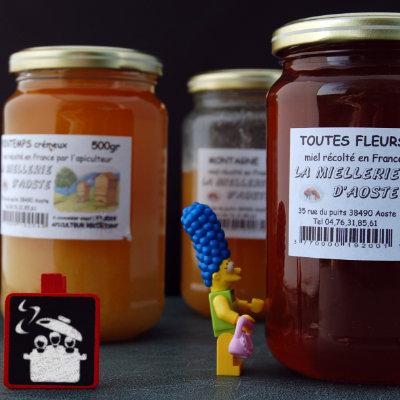 Pots de miel produit en Isère (France)