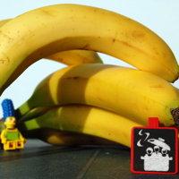 Photo de bananes jaunes avec Marge Simpsons en LEGO
