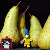 Marge Simpsons ramasse des poires (fruits de mars)