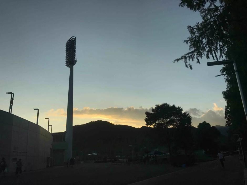 夕日と競技場