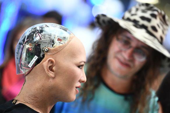 """Le robot humanoïde Sophia, developpé par l'expert David Hanson de Hanson Robotics, lors d'une exposition au forum international """"Open Innovations 2017"""", le 17/10/17 à Moscou"""
