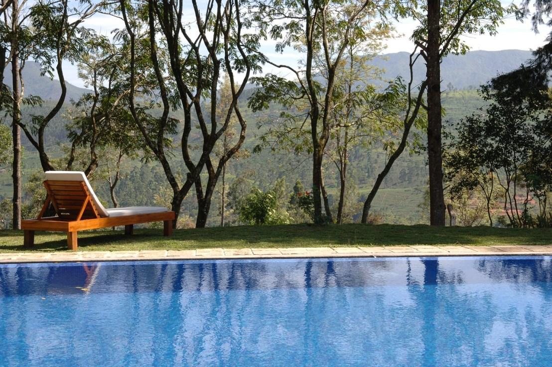 swimming-pool-2386258_1280