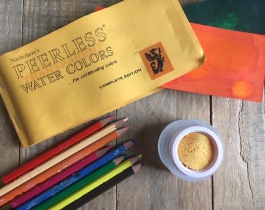 Photo marie G crayons et feuilles de couleurs aquarellables éponge