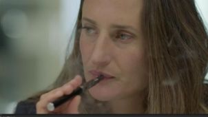 Camille Cottin, égérie de la vape dans la série Dix pour Cent