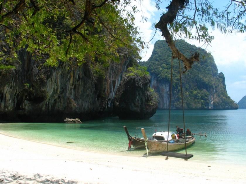 Trauminsel in Thailand - allein dem Meer entgegen schaukeln