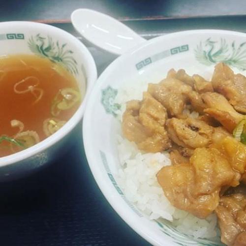 早朝に日高屋。焼鳥丼と餃子にしたら、スープが付いてきてラッキー♪ #ごはん #日高屋  #餃子 #ぎょうざ