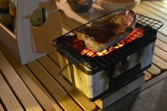 キャンプ 宴会 炭火