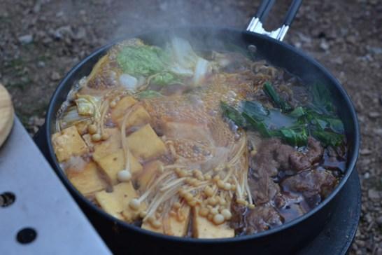 キャンプ 料理 すき焼き