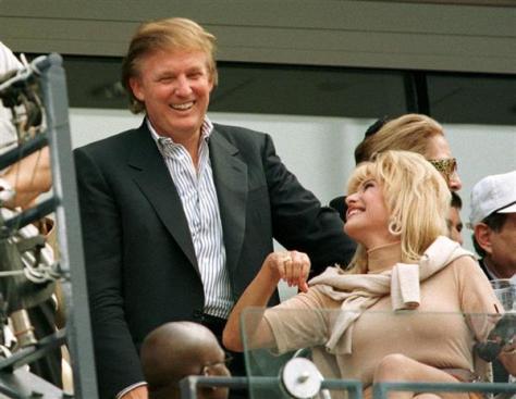全米オープンテニスを観戦するトランプ氏と最初の妻のイバナさん=1997年9月(ロイター)