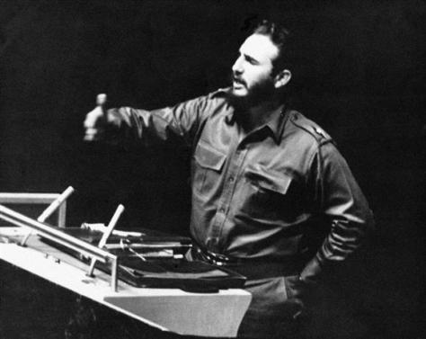 1960年9月、国連総会で演説するフィデル・カストロ氏(ゲッティ=共同)