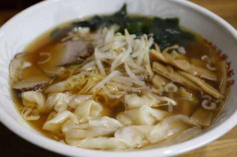 藤井四段が夕飯に食べた紫金飯店のわんたんめん