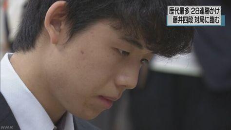 藤井四段 歴代最多に並ぶ28連勝かけ対局