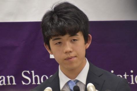将棋・藤井聡太四段、新記録・29連勝に「今までと違った喜び」/一問一答