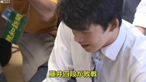藤井聡太四段、15歳での初対局で敗れる
