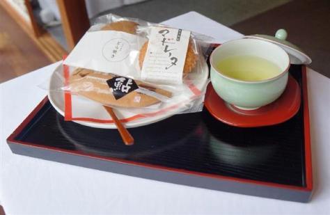 斎藤慎太郎七段が10時のおやつに注文した和菓子と緑茶