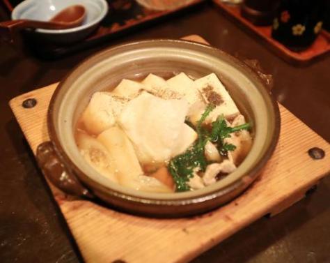 佐々木勇気五段が昼食で注文した、みろく庵の肉豆腐定食餅入り