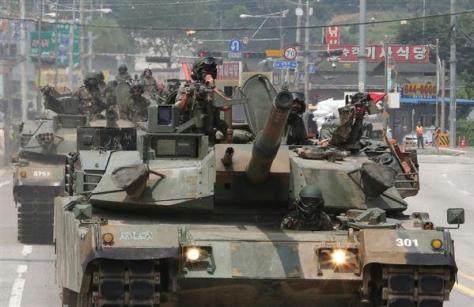 韓国陸軍のK1戦車。米国で設計、開発されたため、韓国側で改造したK1A1とは異なり、信頼性は低くない(AP)