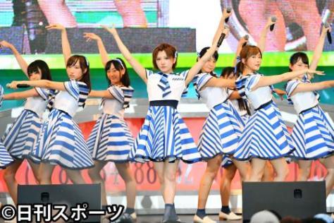 STU48のライブパフォーマンスで会場は盛り上がった(撮影・滝沢徹郎)
