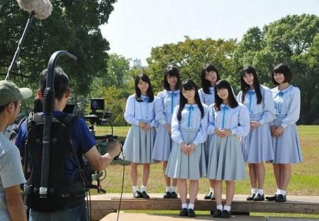 知事選への投票を呼び掛ける動画の撮影に臨むSTU48のメンバー
