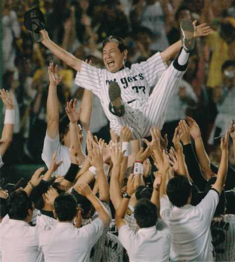 07年にリーグ優勝を決め胴上げされる阪神時代の星野監督