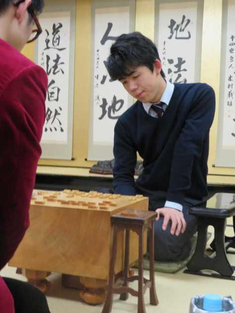 関西将棋会館で行われた王位戦予選ブロック準決勝で大橋貴洸四段に敗れ、新年初対局を白星で飾れなかった藤井聡太四段