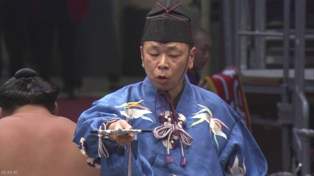 大相撲行司 式守伊之助が若手行司に数回キス 処分検討へ | NHKニュース