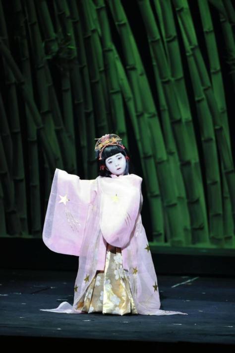 かぐや姫を演じた堀越麗禾ちゃん=東京・新橋演舞場