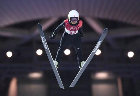 高梨沙羅の1回目の飛躍=アルペンシア・ジャンプセンターで2018年2月12日、山崎一輝撮影