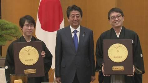 国民栄誉賞 将棋の羽生氏と囲碁の井山氏の表彰式