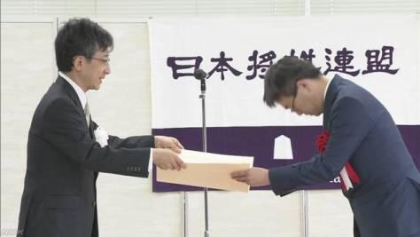将棋 羽生二冠に最優秀棋士賞 「これを機にさらに前進」