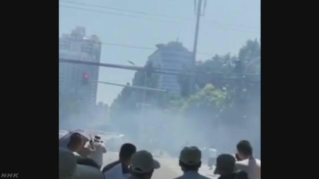 北京 大使館が集まる地域で爆発のような音と煙