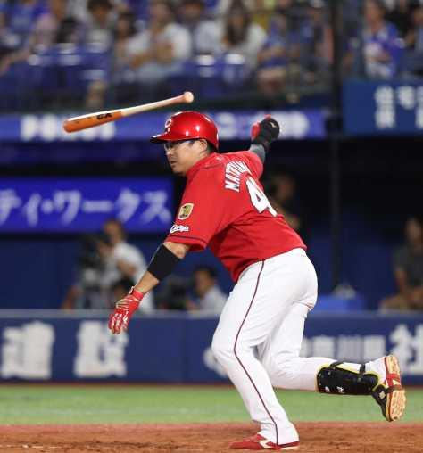 <D・広>4回2死二塁、松山は左前に適時打を打つ(撮影・荻原 浩人)