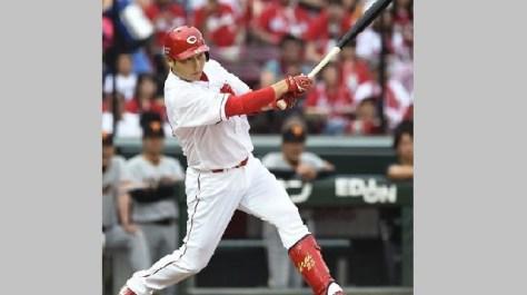 プロ野球 広島 新井が今季かぎりで現役引退を表明