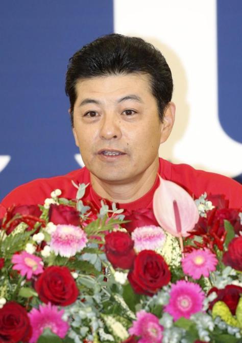 3年連続9度目のセ・リーグ優勝を決め、記者会見する広島・緒方監督=マツダ