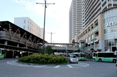 JR高槻駅前