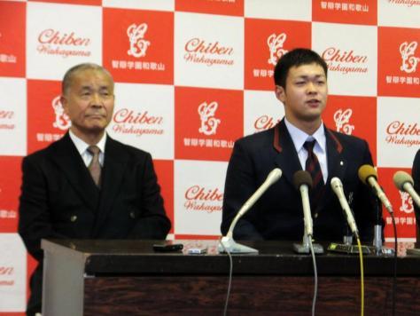 智弁和歌山の林晃汰内野手(右)と高嶋名誉監督