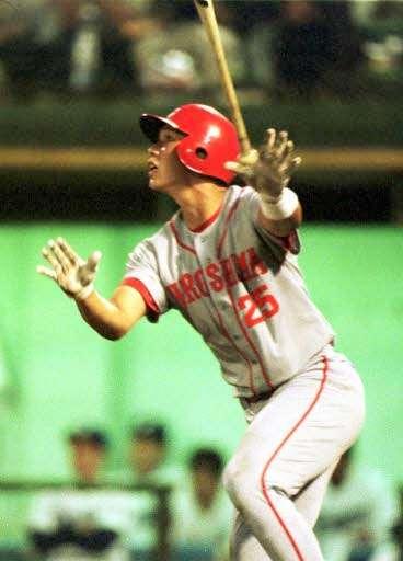 プロ初本塁打を放った新井(1999年6月6日)