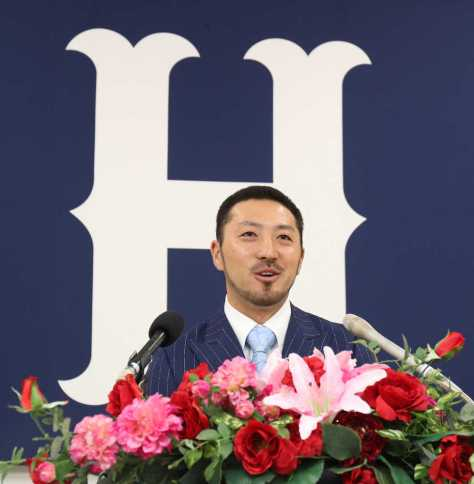 契約を更改した広島の菊池。ポスティングでの米挑戦へ、球団に意思を伝えたことを明かした (撮影・成瀬 徹)