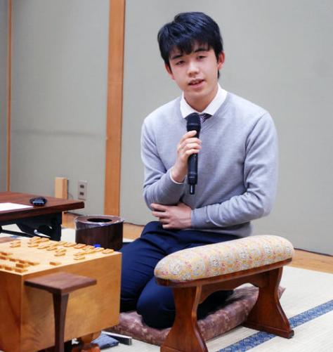 年内最後の対局を白星で飾った藤井聡太七段(撮影・松浦隆司)