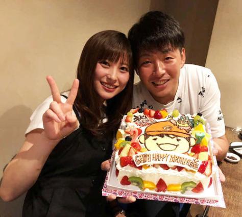 結婚する広島大瀬良(右)と浅田真由さん