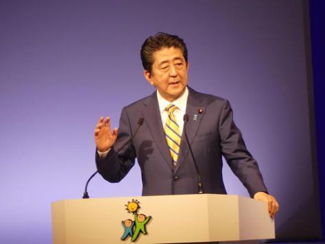 自民党大会で演説する安倍晋三首相