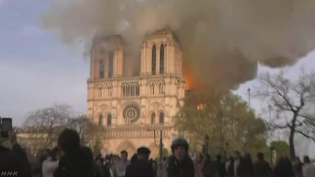 一夜明けて鎮火 ノートルダム大聖堂火災 屋根裏付近から出火か